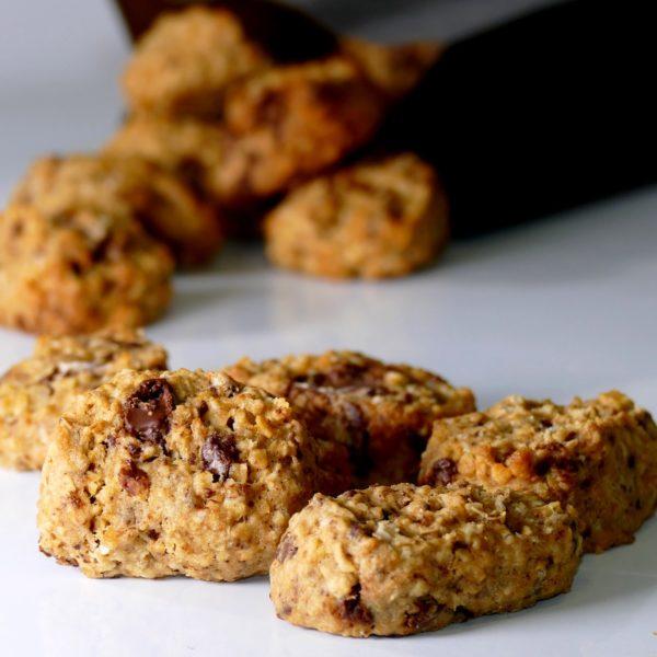Cookies maison à l'avoine et chocolat noir, Eau de thym biscuit, Montpellier