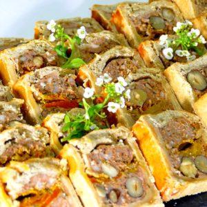 Pâté en croûte maison aux noisettes et tomate séchées - Eau de thym traiteur à Montpellier